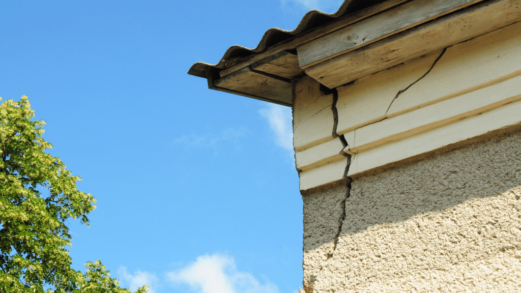 crack on the exterior wall of the house