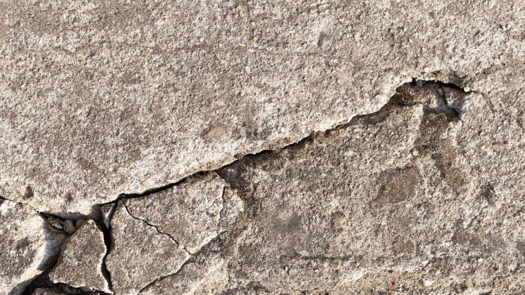 cracks on the concrete