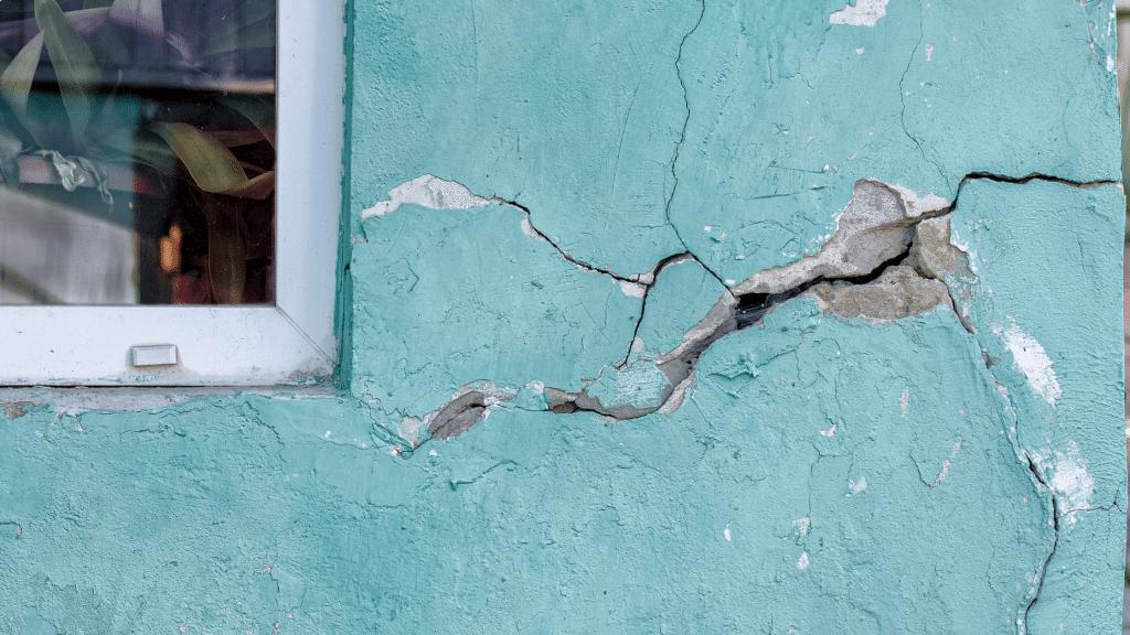cracks on the facade