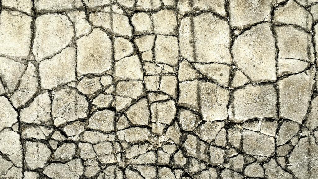 floor cracks in a circular pattern
