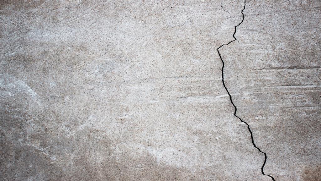 vertical floor crack