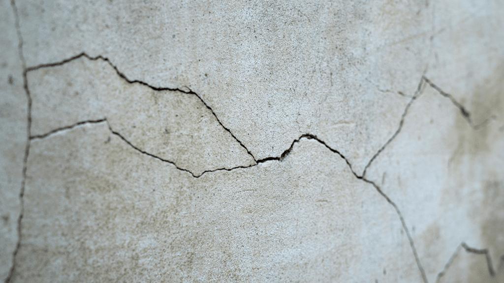horizontal wall cracks