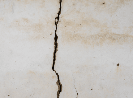 vertical crack on the wall